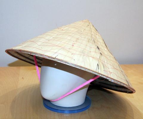 Как сделать вьетнамскую шляпу из бумаги